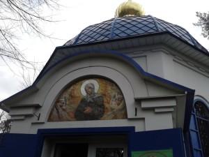 Храм святой блаженной Ксении Петербургской на Святошинском кладбище Киева