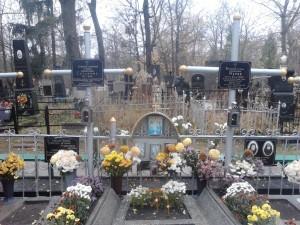 На могилке у матушек