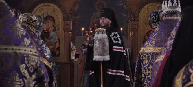 Настоятель храма блж. Ксении Петербургской молился на соборной Литургии Преждеосвященных даров