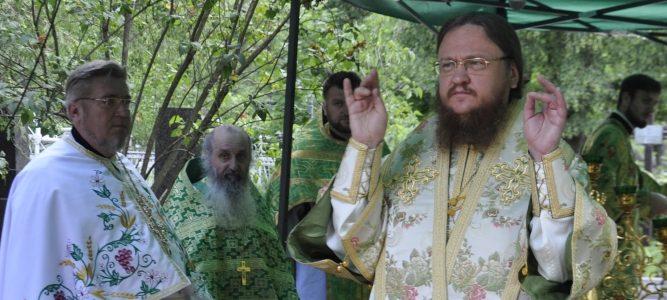 Юбилейная архиерейская литургия в храме св. блж. Ксении Петербургской на Святошинском кладбище